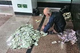 આ છે કરોરપતિ ભિખારી જે પૈસા ગડનાર ને આપે છે 1000 રૂપિયા