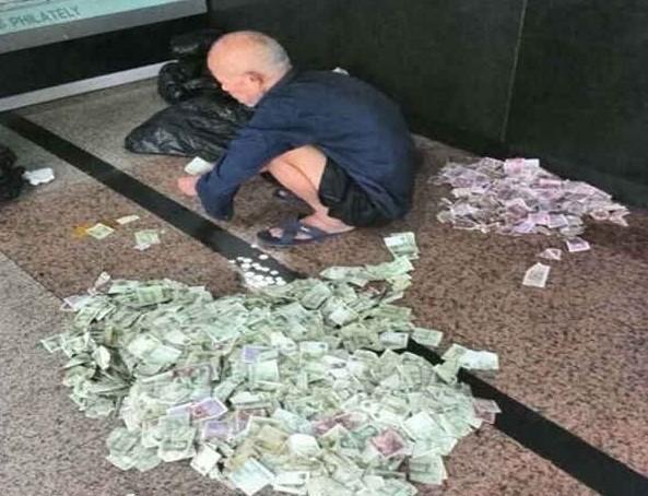 કરોડપતિ ભિખારી, ભીખના પૈસા ગણનારને આપે છે 1000રૂપિયા