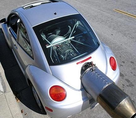અજીબ છે આ કાર, ઝડપના શોખીને લગાવ્યુ જેટનું એન્જિન