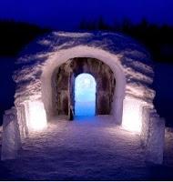 પહાડો વચ્ચે બરફથી જામેલા સરોવરને કોતરી બનાવાયુ ચર્ચ અને હોટેલ, જુઓ તસવીર