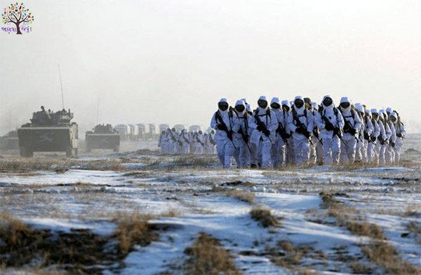 કડકડતી ઠંડીમાં કાંઇક આ રીતે બરફમાં તાલીમ મેળવે છે ચીની સૈનિકો, જુઓ તસવીર