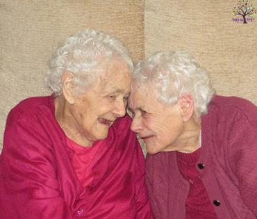 વિશ્વની સૌથી મોટી ઉંમરની ટ્વિન્સ બહેનો 103 વર્ષથી રહે છે સાથે