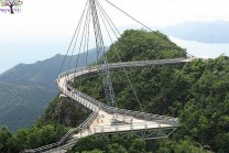 Look ... this is a dangerous bridge in the world!