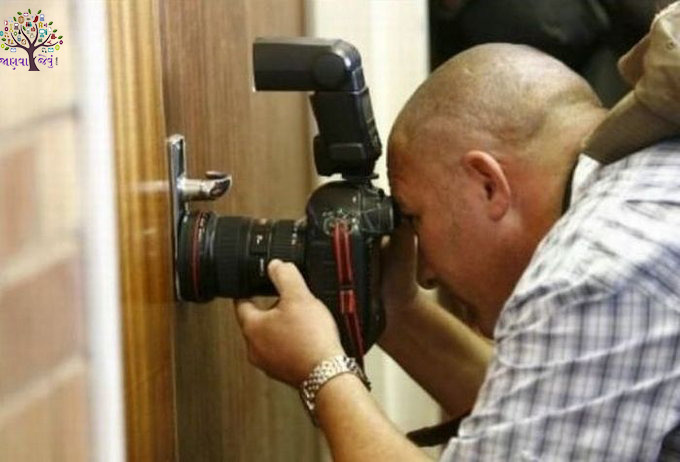 Funny life was when photographers clicked, to see the pics