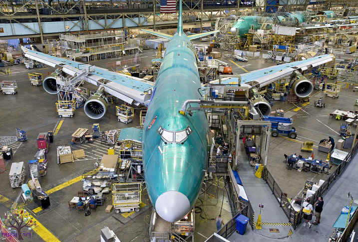 While preparing the world's largest aircraft, the Airbus factoryWhile preparing the world's largest aircraft, the Airbus factory