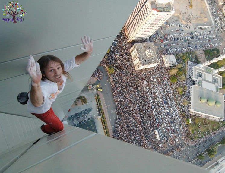 Spider went up on the 307 meter high building, to see thousands of people