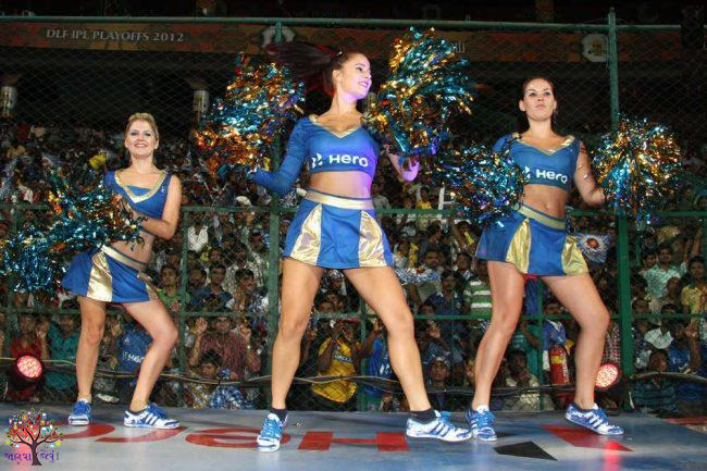 The audience entertained, to learn how to earn glamorous cheerleaders in IPL