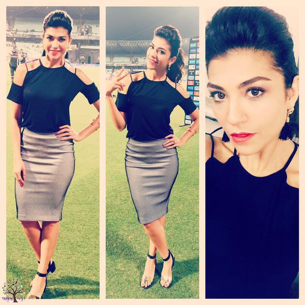 Host Archana Vijaya, glamorous estimate igniting crazed
