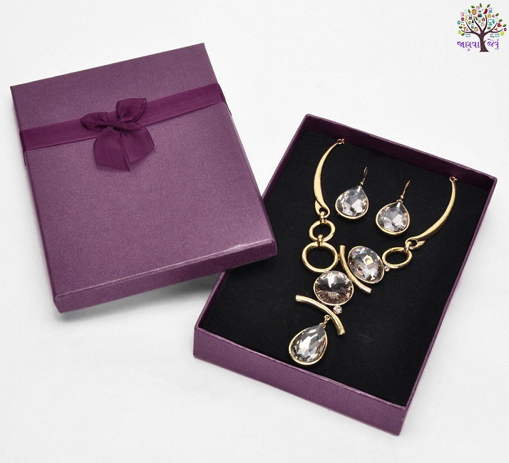 Familiarity with girlfriends step, give the gifts on special occasions