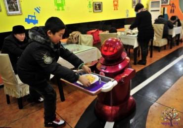 Hi-tech Robots, જમવાનુ બનાવવાથી લઇને વાસણ ધોવા સુધીનુ કરે છે કામ