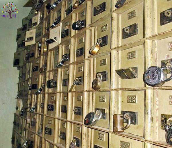 There are also gold and silver hired locker Safe, Bank Hides talk
