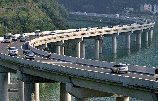 China builed the first 11 km long highway between River