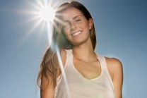 સૂર્યના કિરણોથી ખરાબ થતા વાળને બચાવવાના ઉપાયો