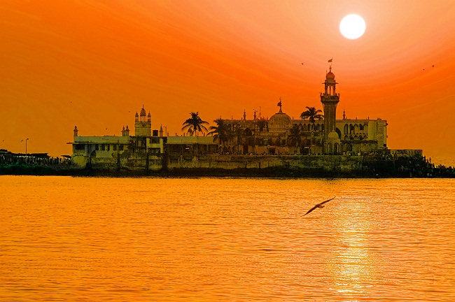saint donated his wealth ocean salutes (Haji ali mosque)