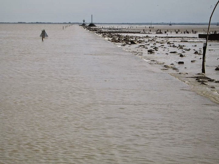 Passage du Gois is a disappearing road in France | Janvajevu.com