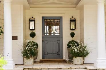 આ ત્રણ વસ્તુને તમારા ઘરના દરવાજા પાસે ક્યારેય ન રાખવી