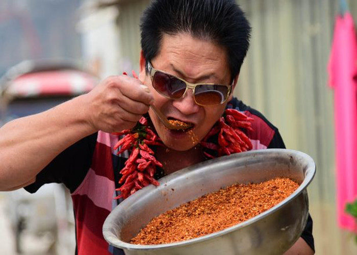 These China man who eats 2 5 kg red chilli daily | Janvajevu.com