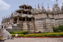 આધ્યાત્મનું કેન્દ્ર: દિલવાડા જૈન મંદિર, જાણો એનો ઇતિહાસ