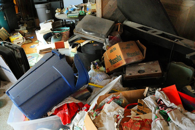 abandoned-hoarder-house-laundry-baskets-trash-can-stuff-everywhere-junk