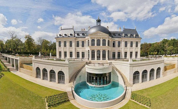 Chateau Louis XIV is reported to be the most valuable property on Earth, recently selling for a whopping 275 million euros (NZD$444 million).