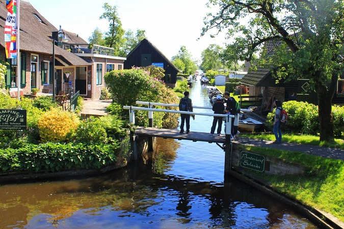 Giethoorn-Visit-1125x750