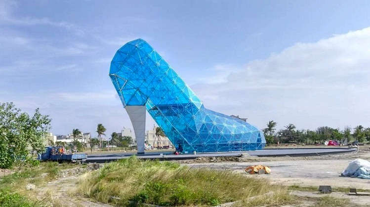 Glass-slipper-church-Taiwan_dezeen_social