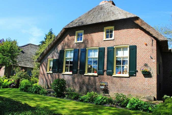 House-Giethoorn-Village-1125x750