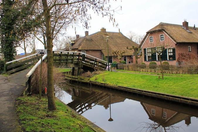 Visit-Giethoorn-Village--1125x750