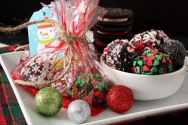 candy-cane-oreo-truffles-wrap (1)