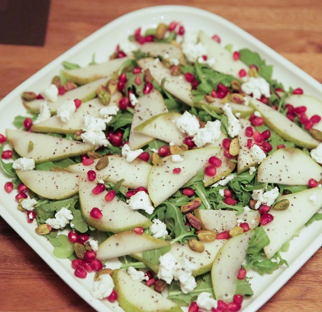 LaurenSchwaiger-Healthy-Life-Style-Blog-Pear-Pomegranate-Christmas-Salad