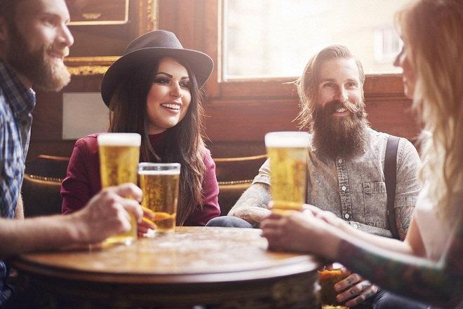 friends-drinking-beer