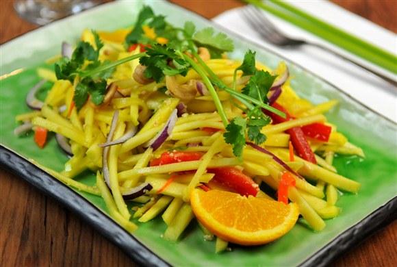 91f323c9-84ac-4b83-b2bc-bb08310a729f_green_mango_salad_yam_ma_muang