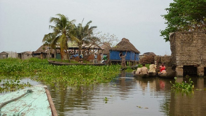 village_lake_benin_05