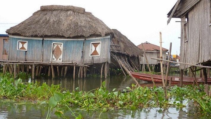 village_lake_benin_07
