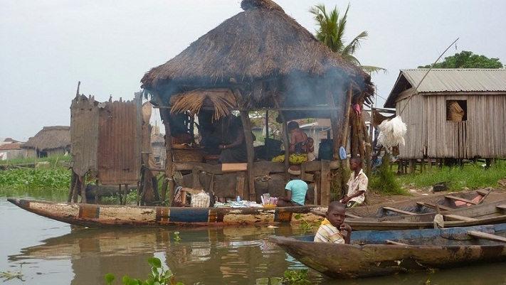 village_lake_benin_10