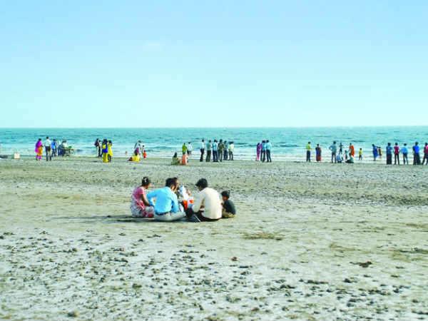 22-1427007345-dumas-beach-gujarat