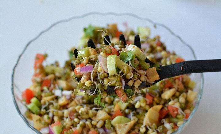 Sprout-salad-mixed-in-bowl