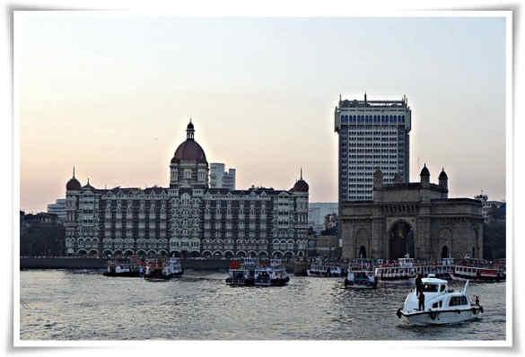 Taj_hotels_and_gate_way_of_india_joxneb