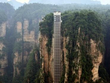 ચાઈના માં બની દુનિયાની સૌથી ઊંચામાં ઉંચી આઉટડોર લીફ્ટ