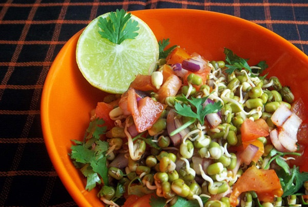 mixed-sprout-salad-02-600x450