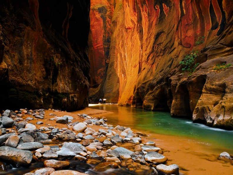 Sandstone Cliffs in Zion national park – Utah, USA