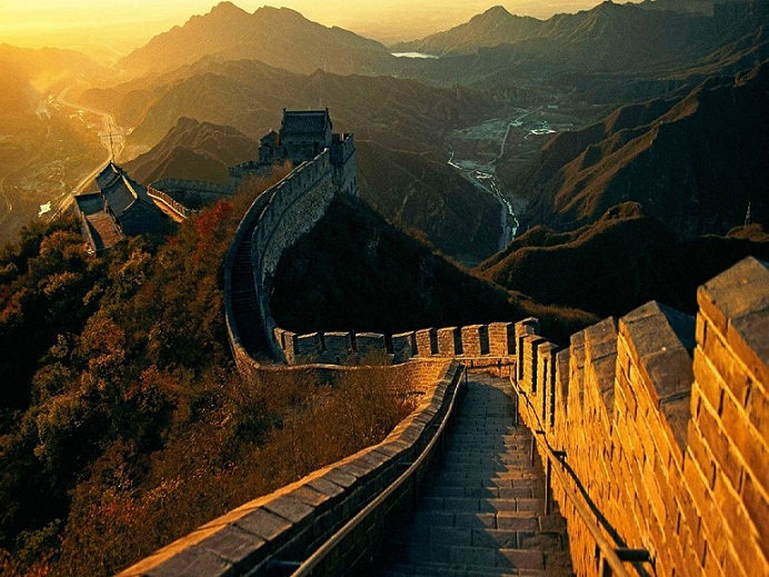 Wall-Of-China-at-Sunrise-t1-1600X1200