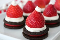 Santa-Hat-Oreos-Recipe-4