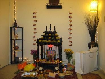 ઘરના મંદિરમાં આ વસ્તુઓનું ઘ્યાન રાખશો તો નહિ આવે દરિદ્રતા