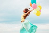 girl-with-balloons-joy-happiness-freedom-2560x1600-wide-wallpapers.net