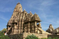 એરોટીક મૂર્તિઓ કેમ બનાવવામાં આવે છે ખજુરાહોના મંદિરો મા??