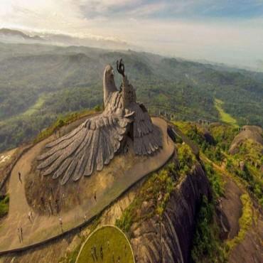 ભારતમાં બની દુનિયાની સૌથી મોટી રામાયણ કાળની પક્ષી મૂર્તિ!