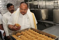 chairman-inspections-at-laddu-counters1