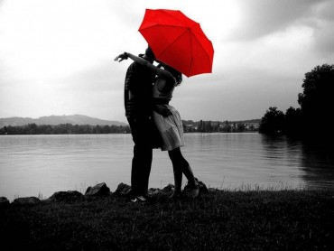 આજે છે વેલેન્ટાઇન વિક નો ૭મો 'Kiss day'….