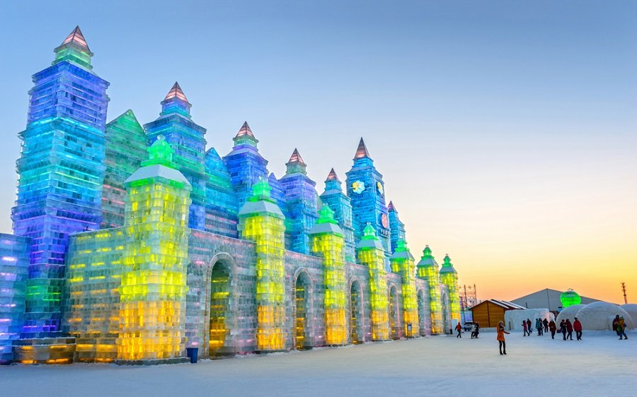Ice-building-in-Harbin-Ice-and-Snow-World